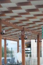 дървена пергола покрита с тента от акрилен плат