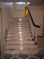 μια μαρμάρινη σκάλα