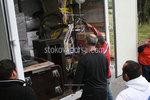 разтоварване на мебели и обзавеждане от камион