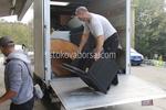качване на мебели и обзавеждане в камион и превозване