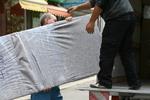 хамалски услуги по качване на товари в камион и пренасяне до нова дестинация