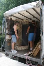 товарене на мебели и обзавеждане в камион