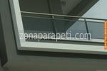 терасни парапети от инокс и зелено стъкло
